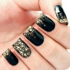 gold nails, ring finger, sparkle nails, glitter nails, black nails, nail arts, black gold, new years eve, super girls