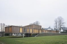 Town Hall in Montigny-le-Tilleul / V+