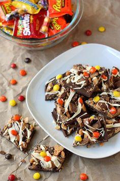 Halloween Recipes : Halloween Candy Bark
