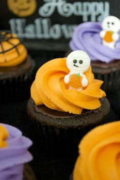 """""""BOO""""ZY CHOCOLATE COVERED RASPBERRY CUPCAKES"""
