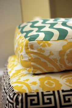 Mandy Made: Giant Floor Pillows **This site is amazing for DIY crafts!**