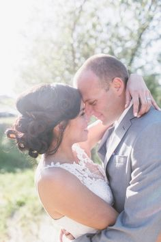 hello gorgeous bridal hairstyle! Love those curls! Not to mention the beautiful shot by Anna Delores Photography!