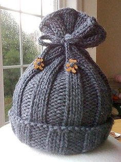 Rib-Knit Baby Hat by Jennifer Sauselein  What a cute hat!  Found it on Ravelry!