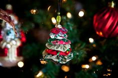Another fabric yo-yo Xmas tree ornament. Great for teacher's gift.