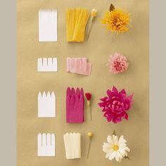 des fleurs réalisées en bandes de papier crépon - Paper flowers