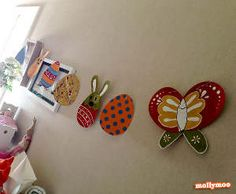 Create paper bunnies, eggs, and butterflies with this adorable Easter garland.