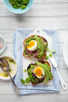 peas, pickled onions and egg tartines via @Canèle Vanille