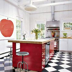 Sarah Jessica Parker Hamptons house: Love the big red apple artwork
