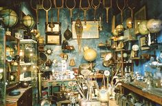I NEED to be there!!! Antique market- Paris