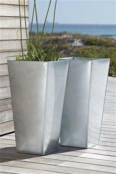 Metallic planters