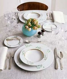 How to set a pretty table for a special-occasion dinner.