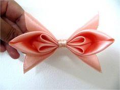 Moños corbatín flor  dos pétalos en cintas para el cabello