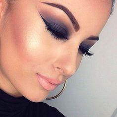 Smokey eye and lots of liner beauty makeup, eye makeup, cat eyes, makeup tips, flawless makeup, beauti, dark shadows, smokey eye, hair