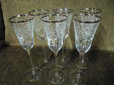Lindo conjunto com 6 taças de champanhe em cristal com detalhes em banho de prata.