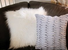 West Elm-inspired Felt Knotted Pillow.  Wonderful textural element for the sofa. Great tutorial!