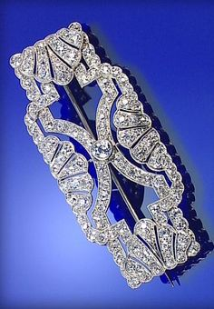 ART DECO DIAMOND BROOCH, THE OPENWORK PLAQUE MILLEGRAIN-SET WITH SINGLE- AND...