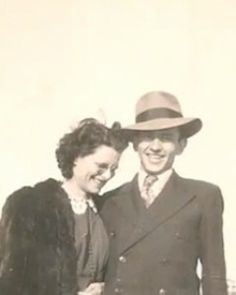 A TRUE NOTEBOOK STORY!!!!!  72 years together: The couple who died holding hands  After 72 years of marriage, Norma and Gordon Yeager died within one hour of each other — and were buried in a single coffin  POSTED ON OCTOBER 21, 2011, AT 3:48 PM    Norma and Gordon Yeager had each promised to live as long as the other. Photo: YouTube SEE ALL 72 PHOTOS  Here's a love story for the ages or the movies. Iowa couple Norma and Gordon Yeager were both in their 90s and had been married ...