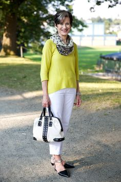 Cute linen look with pointy-toe flats. I love the shape and color of the top.