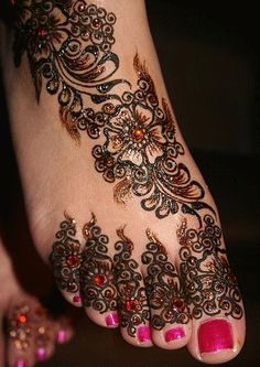 Bridal Foot Mehndi designs - Latest Wedding mehndi Designs 2011 - Pakistan latest fashion - online fashion shopping - latest fashion trends