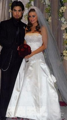 Carmen Electra (A.K.A. Tara Leigh Patrick) married David Navarro in 2003.The theme was 'til death do us part'. I even remember watching the MTV reality show about it.  Alas, they never made it til Death....only til 2006.