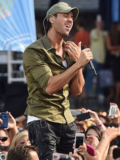 Star Tracks: Monday, August 4, 2014 | MUSIC MEDLEY | Enrique Iglesias finds perfect harmony while performing Friday on ABC's Good Morning America in New York's Central Park.