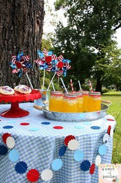 Nest of Posies: easy & cheap July 4th table decor