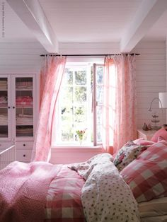 Dreamy pink bedroom