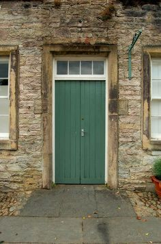 Knock, Knock! Click on the door for some darn funny St Patrick's Day themed Knock Knock jokes! MirthinaBlog.com