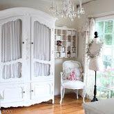 Blogger downsized to a 9x9 room... I think I definitely need to downsize...