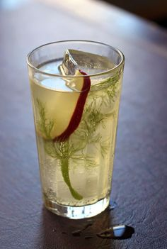 A #nonalcoholic fennel-apple spritzer, perfect for fall.