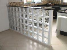 Balcão de cozinha americana c/ tijolos de vidro.  Peça cotações de blocos de vidro na ODEM Portugal para odem.geral@odem.pt
