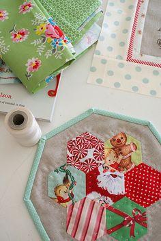 holiday, christmas gift ideas, quilt, mug rugs, hexagons, christmas trees, hot pads, mugs, christmas gifts