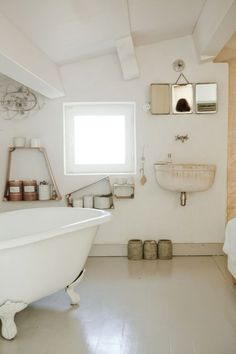 I wouldn't change a thing in this beautuful, simple bathroom. #DeborahBeau