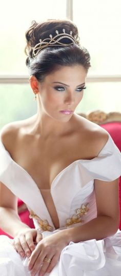 Marcus Martinelli - here comes the pretty bride in white - make her speechless with #thejewelryhut fashion designer diamonds bridal jewelry