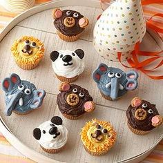 These adorable animal cupcakes are perfect for a jungle theme or zoo themed party!