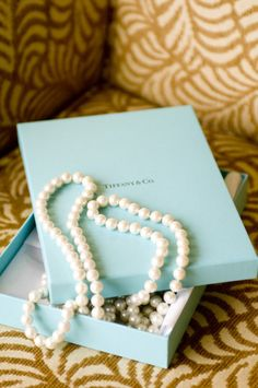 galleries, fashion, pearls, colors, boxes