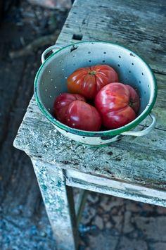 distressed wood, summer food, foods, garden tomatoes, growing tomatoes, apples, food photography, aqua, heirloom tomatoes