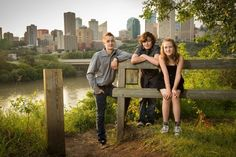 10 Tips for Creating Great Family Portraits -- #photography #portraits #phototips