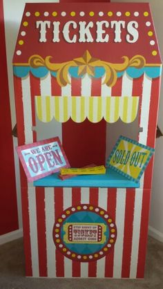 Clover 39 S Circus Themed Bedroom On Pinterest Vintage