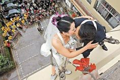 bungee jumping, traditional weddings, wedding pics, getting married, wedding photos, wedding pictures, kisses