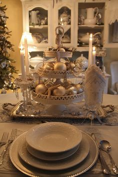 Beachy Christmas Table Setting