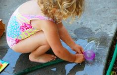 Water balloon fun for kids by @Rachelle | Tinkerlab -- a must for summer!