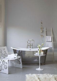 Cute bath tub.
