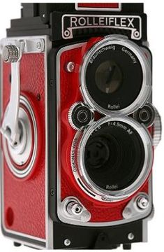 Good Ol Rolleiflex. Would love to own one of these.