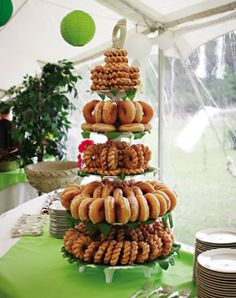 Great doughnut display.