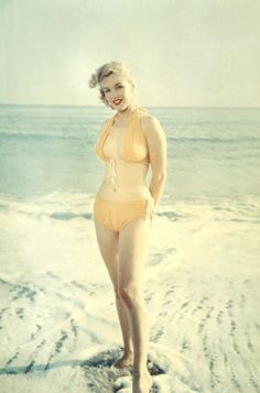 Beach beauty Marilyn