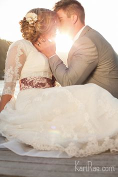 REPIN: gorgeous light, perfect pose. Kari Rae Photography   Doug & Amanda Pre-Wedding Session   Portland Wedding Photographer