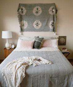 Tie dye boho bedroom / City Sage