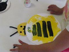 paper plate bumble bee :) bumbl bee, bumble bee preschool craft, paper plate art, preschool yellow crafts, bumble bees, bee crafts preschool, paper plates, construction paper