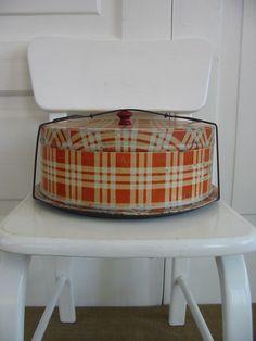 red plaid cake carrier. I neeeeeeed this. :)